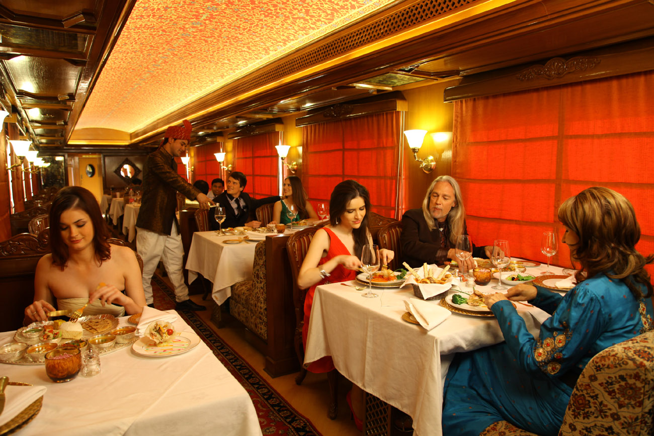 indian panorama luxury train tour by maharaja express